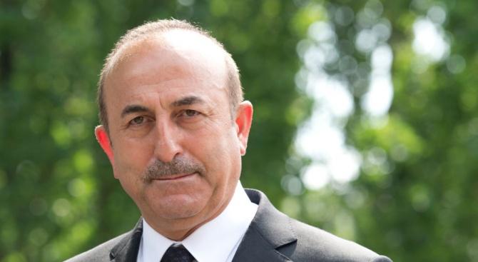 Турският външен министър разговаря по телефона с иранския си колега
