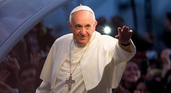 """Папа Франциск предпазливо прие да целуне монахиня, само ако """"не хапе"""""""