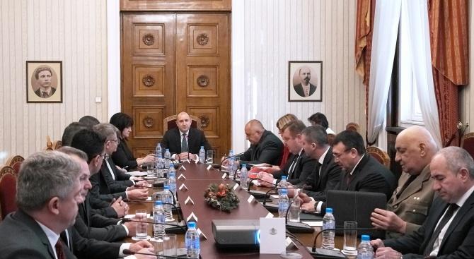 Радев: България настоява за деескалация на напрежението в Близкия изток