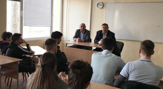 Емил Радев към ученици – посланици на ЕП:  Възползвайте се от всички достижения на Европа и работете за България