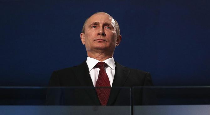 Путин наблюдава учения край бреговете на Крим