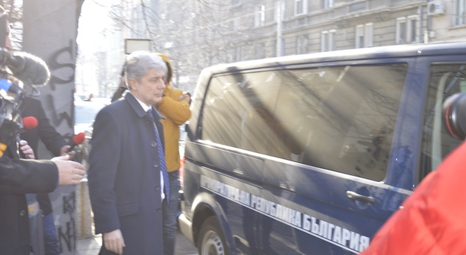 Министър Нено Димов е задържан за 24 часа