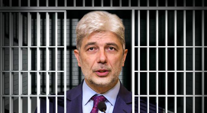 Вижте как Нено Димов прекара нощта в ареста