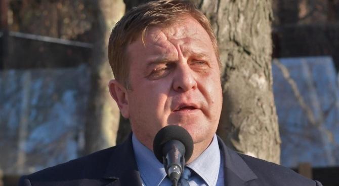 Каракачанов с подробности ще подаде ли оставка екоминистър Нено Димов