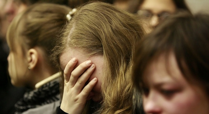 7 момчета и 13-годишно момиче замесени в изнасилването на 14-годишна