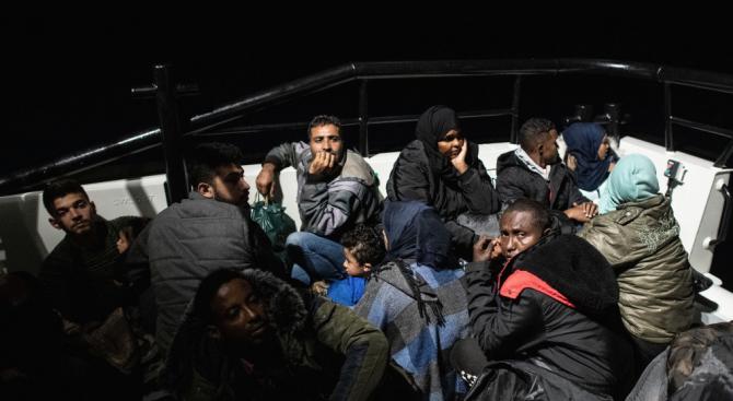 12 загинали при потъване на лодка с мигранти край гръцки остров