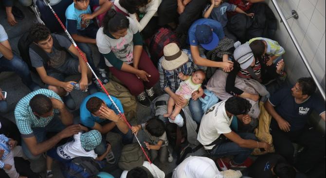 Откриха мигранти натъпкани в товарни влакове в Северна Македония