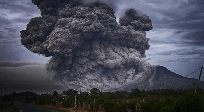 Евакуираха хиляди хора заради вулкан във Филипините
