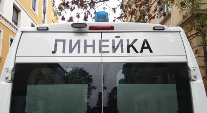 Уволниха шофьор на линейка, пуснал чалга на пациент