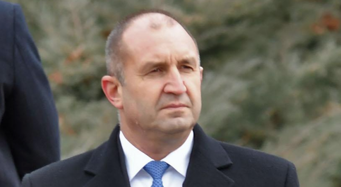 Румен Радев: Пожари не се гасят с оставки