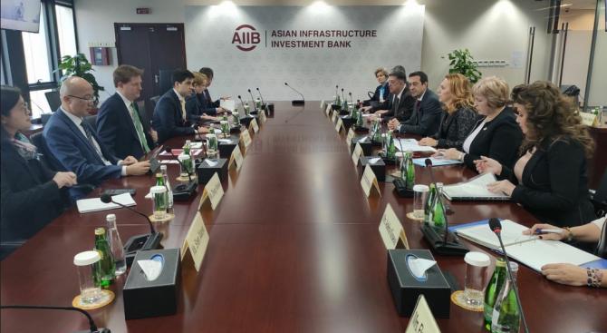 Марияна Николова се срещна с вицепрезидента на Азиатската банка за инфраструктурни инвестиции