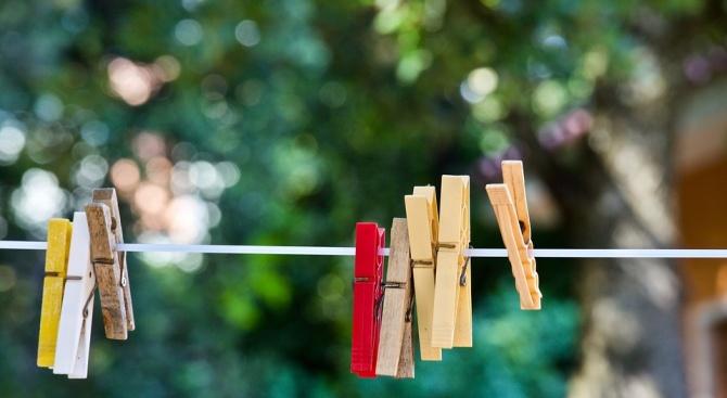 Учени: Перете дрехите при 25 градуса до половин час