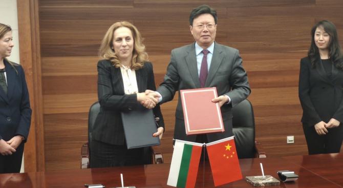 Марияна Николова подписа протокол за търговско сътрудничество с Китай