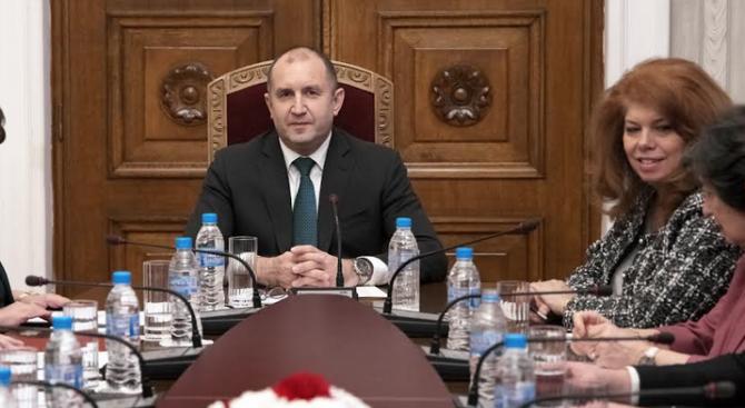 Радев свиква среща за преодоляване на проблемите в изборния процес