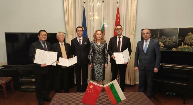 Марияна Николова: Електромобилите ще способстват за опазване на околната среда и намаляване на вредните емисии