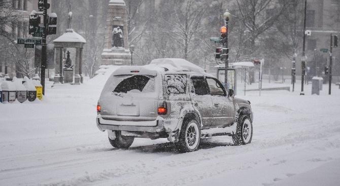 Снеговалеж остави над 20 000 къщи без електричество на остров Нюфаундленд