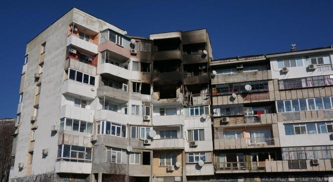 Приключи почистването на входа, пострадал от взрива във Варна