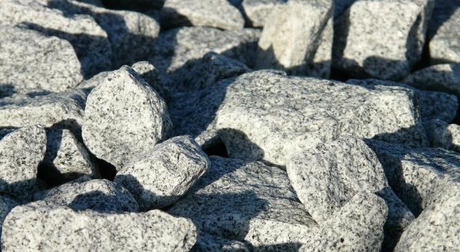 Внимавайте за падащи камъни в районите Батак и Юндола