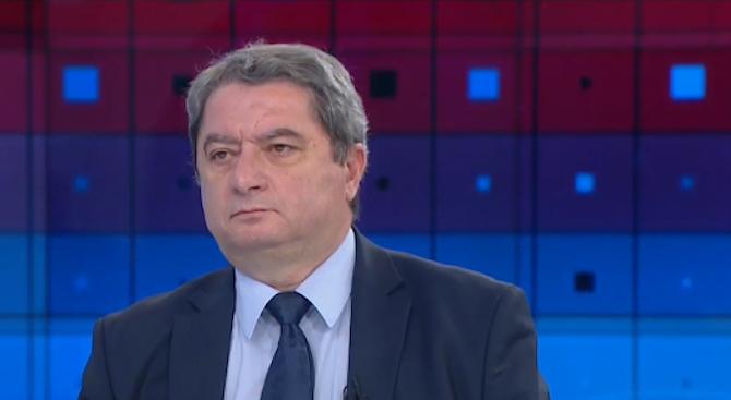 Емануил Йорданов: Премиерът има нужда от юрист, който да го пази от популистки решения