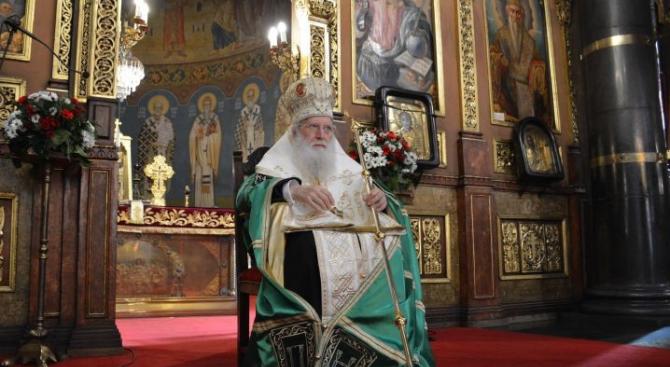 Патриарх Неофит отбеляза своя имен ден със Света литургия и с молебен