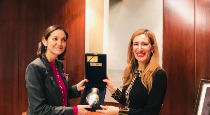 Ангелкова разговаря в Мадрид с испанския министър на индустрията, търговията и туризма