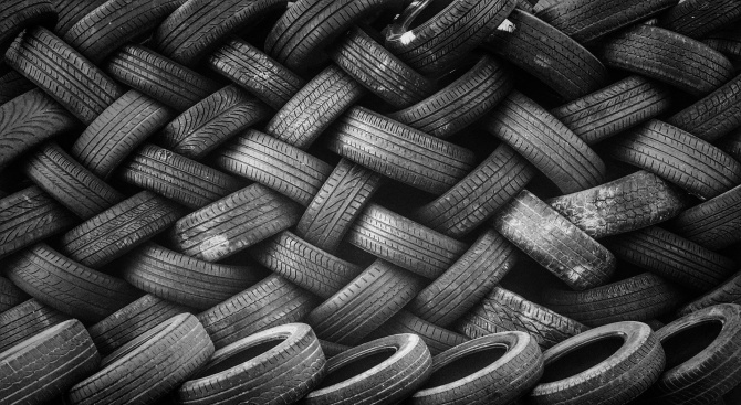 Глобяват за горене на гуми в Казанлък