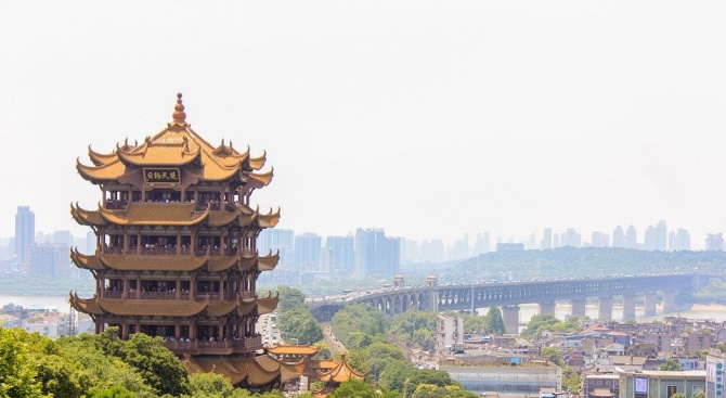 Китай препоръча да не се пътува до епицентъра на новата болест