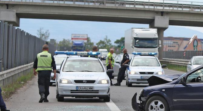 """Трима ранени при катастрофа на АМ """"Хемус"""""""
