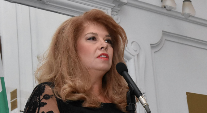 Илияна Йотова ще открие дискусия, посветена на 20-годишния юбилей на Евроклуба към БТПП