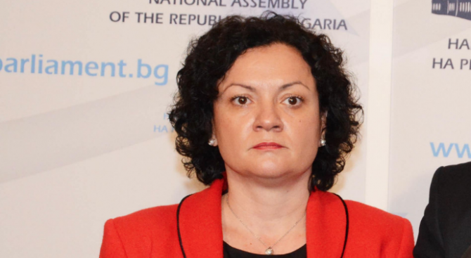 Ивелина Василева към БСП: Критикувате, но не давате решение