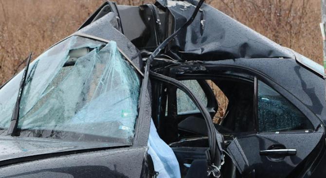 19-годишен младеж заби колата си в ограда