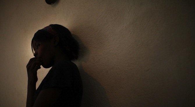 17-годишна, изнасилвана в продължение на месец от 20 души, претърпя психически срив