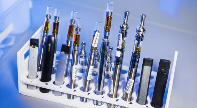 Нелегални течности от Китай доведоха до кризата с електронните цигари в САЩ