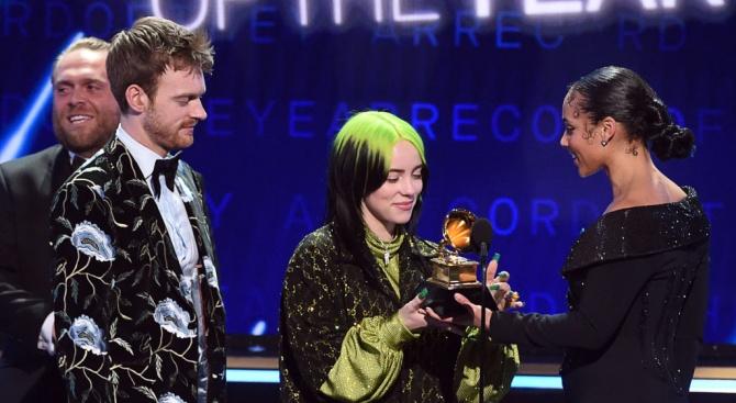 "Раздадоха наградите ""Грами"""