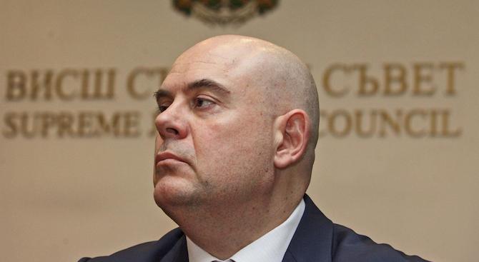 Иван Гешев иска от КС тълкуване на член от Конституцията във връзка с имунитета на държавния глава и вицепрезидента