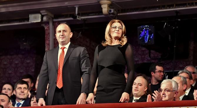 Съпругата на президента Румен Радев: Държавната измяна дебне отвсякъде