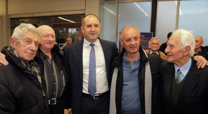 Румен Радев: Авиацията ни носи духовната красота на дълга към нацията и верността към България