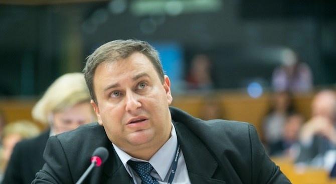 Емил Радев призова за по-строг контрол върху приложението на разпоредбите срещу прането на пари в ЕС