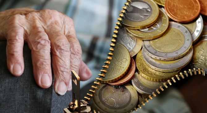 Държавата обмисля промени за първите пенсионери с втора пенсия
