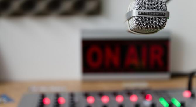 Дебатът за повече българска музика в ефира се разраства
