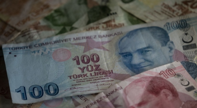 Турската лира се обезцени до близо едногодишен минимум