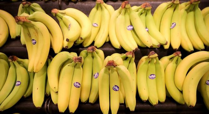 Диетолози разкриха как изхвърляме най-полезната съставка на бананите