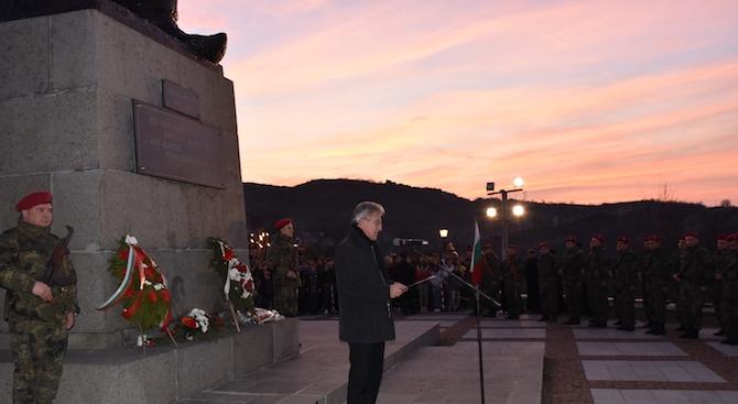 Гражданско поклонение пред паметника на Васил Левски в Ловеч