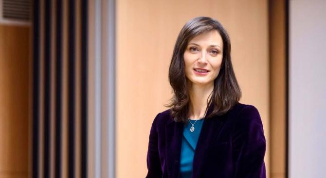 Мария Габриел ще участва в дискусия с ученици в Пловдив