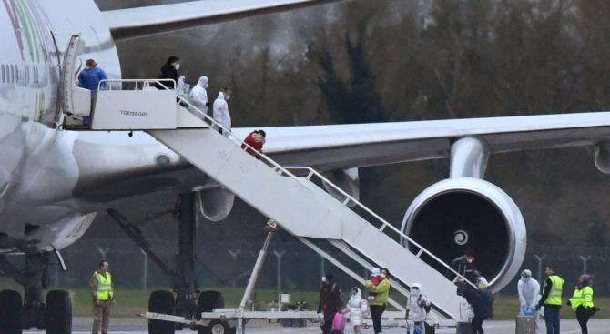 Самолет с евакуирани от Ухан хора пристигна в Украйна