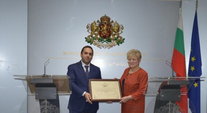 Караниколов връчи сертификат за инвестиция клас Б