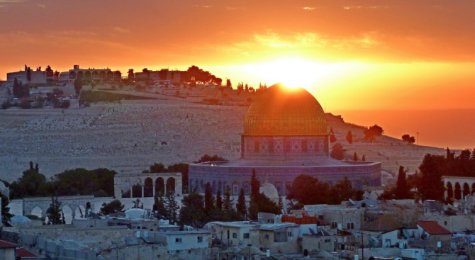 Тревога и страх в Израел: Заразени с коронавирус южнокорейци са посетили Светите земи