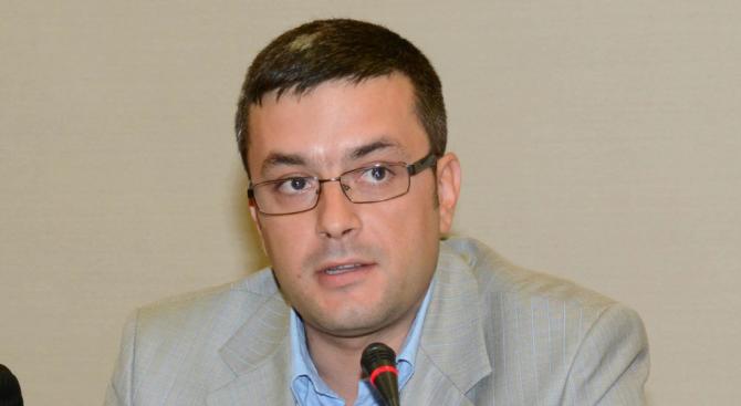 """ГЕРБ: Абсурдно е да се скандира """"Радев, Радев"""" на паметника на Левски"""