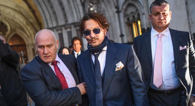 Джони Деп се яви в съд в Лондон на дело срещу вестник