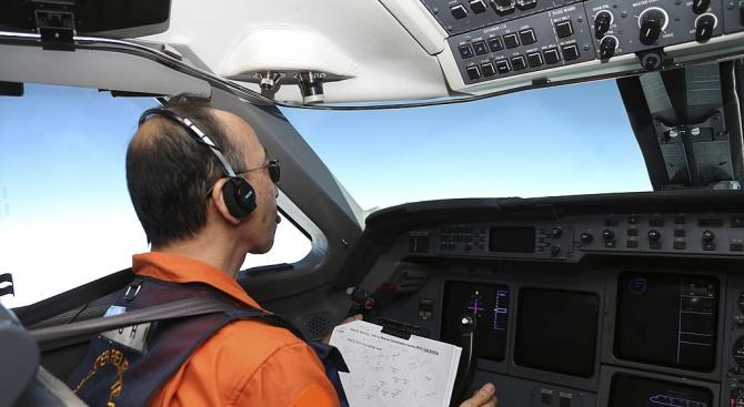 Пилот оцеля след аварийно кацане в морето